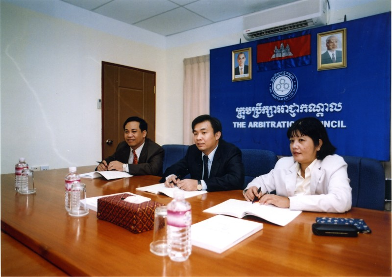 Arbitration Council in trial sessions, Cambodia. Photo by ILO (Asia and the Pacific), take on 8 June 2012. Licensed under Attribution-NonCommercial-NoDerivs 2.0 Generic