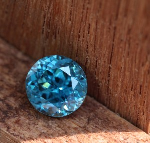 Blue is the most valuable color in zircons. It is obtained by heating the stones. Photograph: June 2015. ODC.