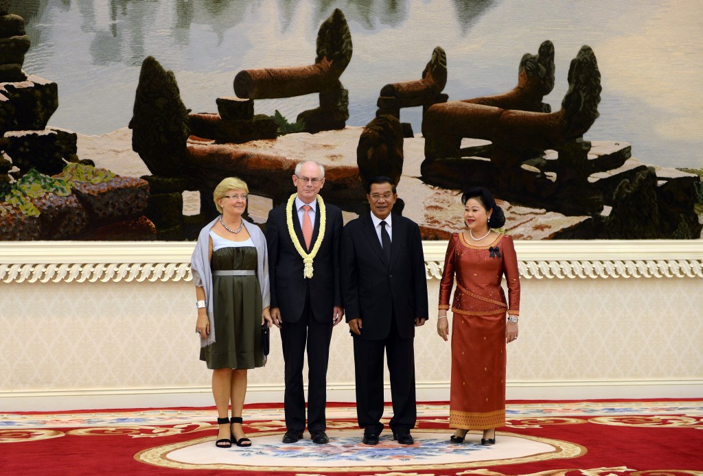 European Council's President Herman Van Rompuy (center L) and his wife Geertrui Van Rompuy (L), Cambodia's Prime Minister Hun Sen (center R) and his wife Bunrany Hun Sen (R) at the Peace Palace, Cambodia. Photo by President of the European Council, taken on  November 2, 2012. Licensed under Attribution-NonCommercial-NoDerivs 2.0 Generic