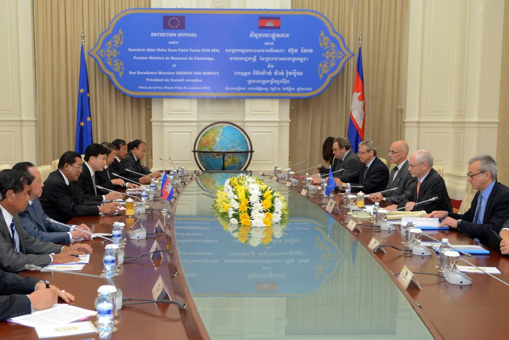 Cambodia's Prime Minister Hun Sen (3rd L) speaks to President of the European Council Herman Van Rompuy (2nd R), at the Peace Palace, Cambodia. Photo by President of the European Council, taken on November 2 2012. Licensed under Attribution-NonCommercial-NoDerivs 2.0 Generic