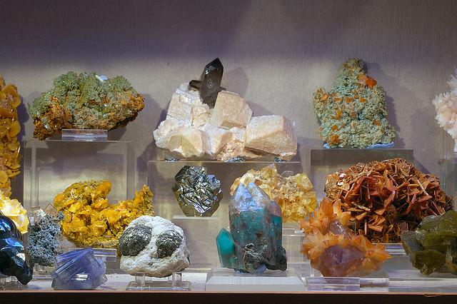 រ៉ែមកពី Halpern Mineral Collectionទីក្រុង San Francisco រូបថតដោយ  Eric Hunt ថតនៅថ្ងៃទី២១ ខែតុលា ឆ្នាំ២០០៦.អាជ្ញាប័ណ្ណ៖CC BY-NC-ND 2.0