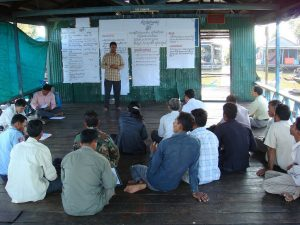 Mr Il Oeur, director of Analysing Development Issues Centre (ADIC), a domestic NGO and WorldFish partner in Cambodia, leads a local dialogue session.
