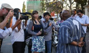 Maina Kiai speaking with journalists outside the Ministry of Foreign Affairs in Phnom Penh.